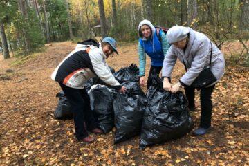 Около 2,5 тонн мусора собрали эковолонтеры на териитории заказника Выборгский на полуострове Киперорт